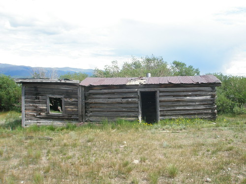 Leadville abandoned cabin front