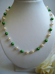 GREEN AND WHITE Faux Pearl Necklace