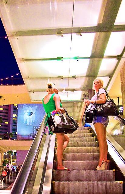 mall blondes escalator bebe surfinusa manoloblahnik shoppinusa valgirl