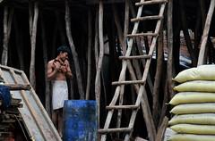 Delhi Worker (Daniele Sartori) Tags: street travel india construction nikon asia strada delhi worker costruzione viaggio builder paharganj operaio d80 theindiatree