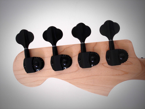 Projeto Precision - Guerra Guitars - dissecando o baixo - Página 4 4963106583_21384be47b