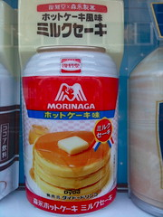 Morinaga Hot Cake Milk Shake   (only1tanuki) Tags: japan japanese vendingmachine  shimoda morinaga   izupeninsula  shizuokaprefecture   shimodacity 22  hotcakemilkshake
