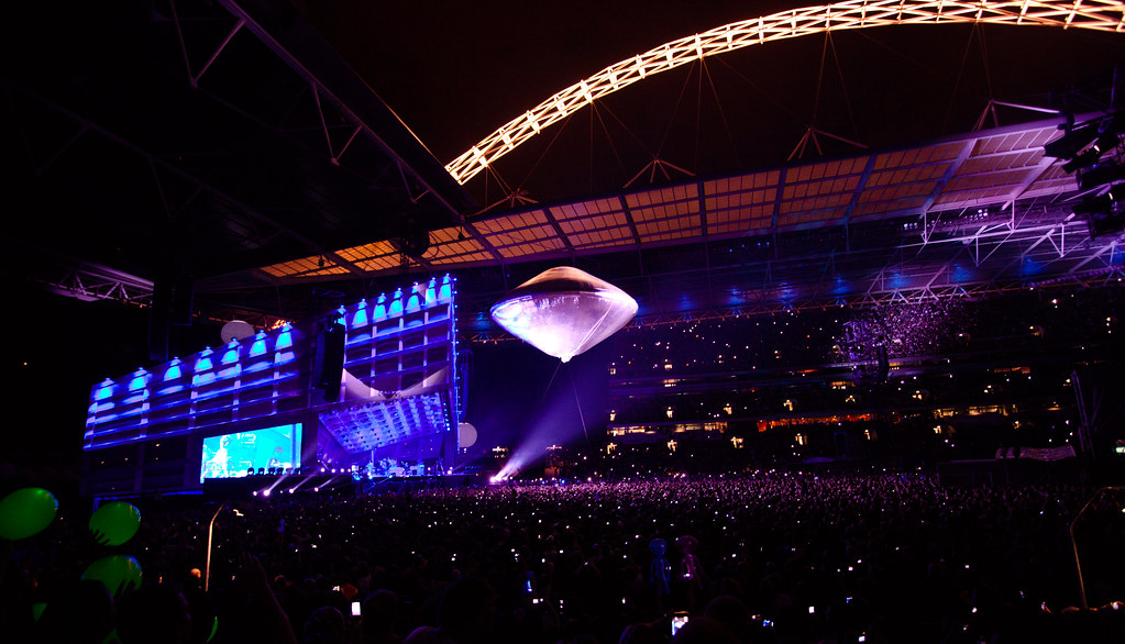 Muse @ Wembley Stadium 10th Sep: UFO!