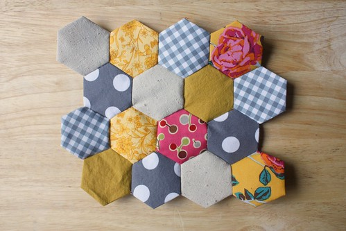 Tutorial: Hexagon Quilt Top Piecing