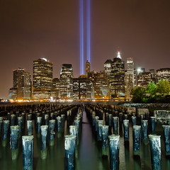 Tribute in Light (Barry Yanowitz) Tags: nyc newyorkcity longexposure ny newyork brooklyn mas memorial flickr worldtradecenter 911 brooklynheights event wtc gothamist tributeinlight memorials nycity pier1 718 brooklynbridgepark municipalartsociety masnyc municipalartsocietyofnyc tributeinlight2010
