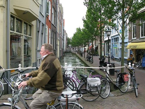 006-delft-cyclist