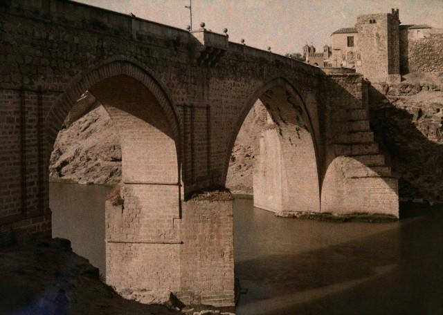 Puente de San Martín hacia 1910. Autocromo de Jules  Gervais Courtellemont. Image by © National Geographic Society/Corbis