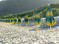 L'estate sta finendo (*DaniGanz*) Tags: summer beach tag3 taggedout sand tag1 estate tuscany toscana umbrellas ombrelloni spiaggia sabbia maremma argentario feniglia daniganz