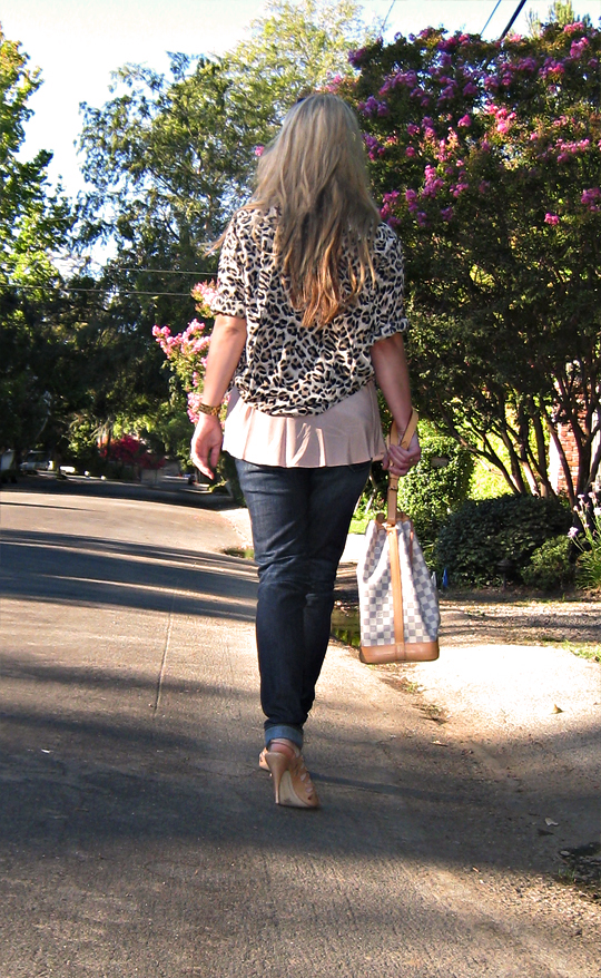 leopard blouse and jeans+peach