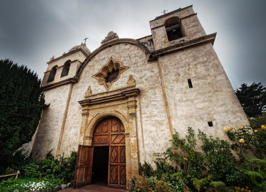 The entrance to Mission San Carlos Borroméo del río Carmelo