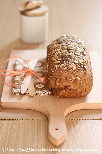 Pane tedesco integrale con i semini
