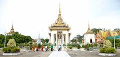 Royal Palace Phnom Penh (detengase) Tags: travel vacation holiday canon eos reisen asia asien cambodia kambodscha king capital hauptstadt royal palace tropical phnompenh southeast palast monarchy reise tropisch knigspalast 5dmkii