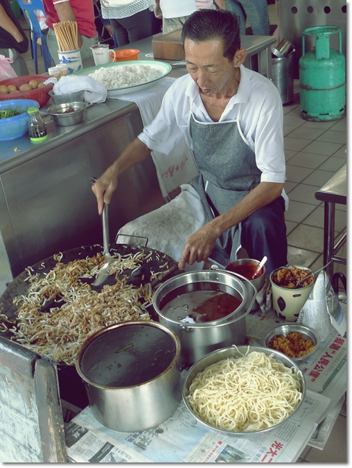 Kampar Char Koay Teow - Uncle on Stool