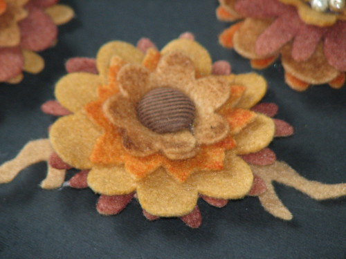 autumn felt flower pin 013
