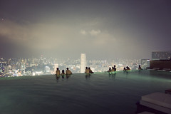 (spanish harlem mona lisa) Tags: pool night scenery singapore f1 casino infinitypool skypark marinabay integratedresort f1weekend marinabaysands singaporegrandprix