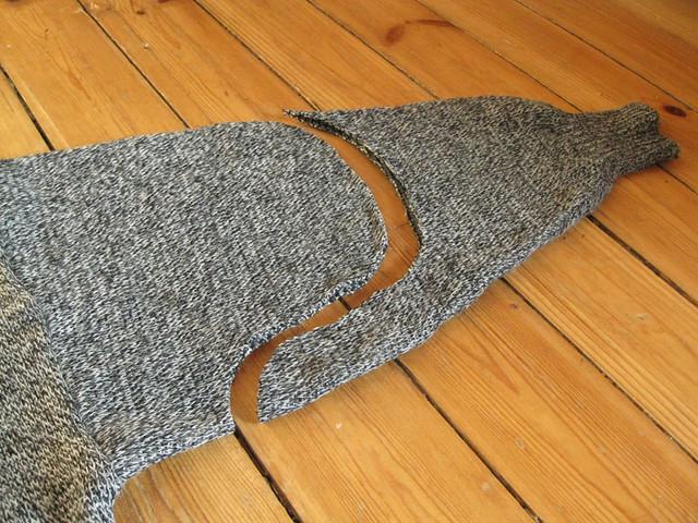 DIY sweater skirt refashion tutorial by Ainokainen 01