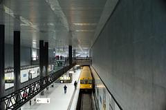 Hauptbahnhof (Maharepa) Tags: leica berlin station underground subway metro tube platform bahnhof hauptbahnhof ubahn noctilux bahnsteig m9
