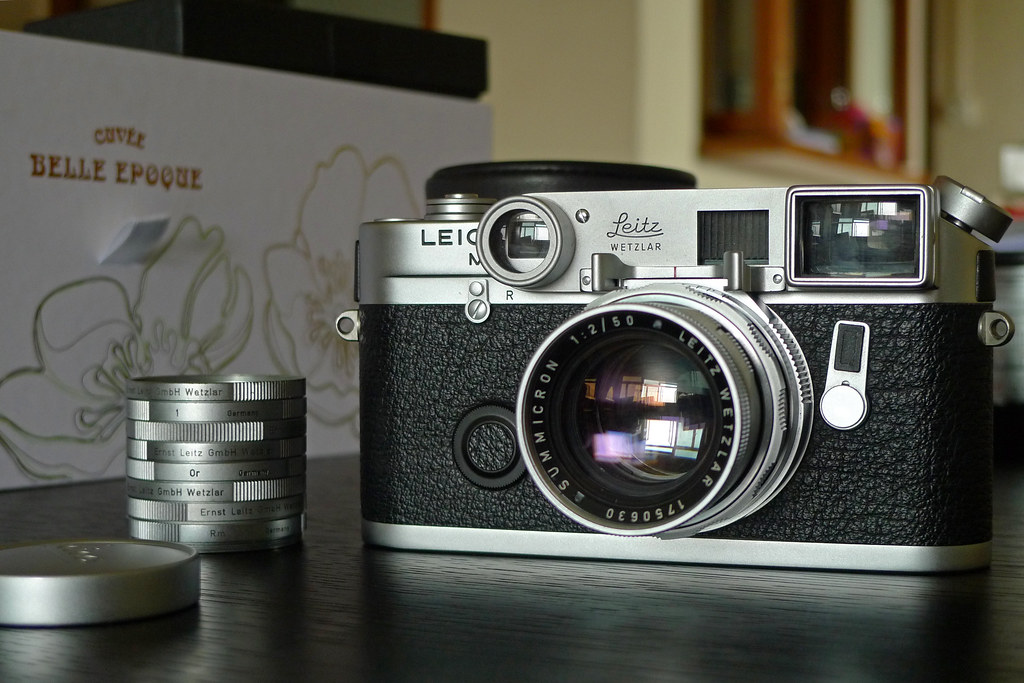 "Leica M6 ""Classic"" + Summicron-M 50mm f/2.0 Dual Range"