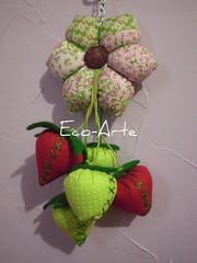 chaveiro para Lêle (eco-arte) Tags: verde flor rosa botão fuxico morango locksmith maça chaveiro retalho reaproveitamento hexagono chaveirohexagono