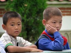 North Korean kids (Danny--Boy) Tags: kim north korea il kimjongil dmz northkorea jong comunism pyongyang sung dprk kimilsung demilitarizedzone phenian kimirsen penmunjon