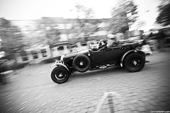82 years old. (Denniske) Tags: motion classic car speed canon eos movement october angle belgium action rally wide belgië sigma mans le mm dennis 9th panning 1928 legend 1020 bentley limburg noten 500d bocholt 45litre f456 denniske legendrally dennisnotencom legendofthefall2010bydennisnotencom