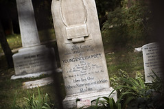 keats grave (bendeluca) Tags: rome roma english cemetery grave grid nikon bokeh poet inglese cimitero keats d5000 acatollico bendeluca benedettodeluca
