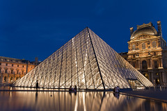 The Louvre Museum (seryani) Tags: sunset paris france art museum atardecer noche twilight europa europe pyramid dusk louvre bluehour francia nuit pyramide nocturne magichour anochecer nigh piramide nocturnes noctambule