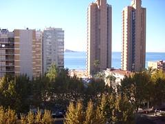 Apartamento con vistas al mar. En su inmobiliaria Asegil en Benidorm le ayudaremos sin compromiso. www.inmobiliariabenidorm.com
