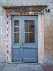 Azulete (Trix: Pierre qui roule .......) Tags: door azul puerta 5 agosto fachada croacia 2010 rab fachadasconencanto2dconcurso30