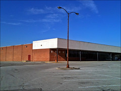 (uonlo) Tags: columbus ohio usa abandoned america store closed americana iphone hirevolution