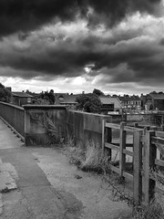 Trent Bridge, Gainsborough (LincsRanger64) Tags: old bridge history river lincolnshire trent wharf historical riverbank gainsborough rivertrent trentbridge dn21 trentwharf maltingspub gainsboroughsouth