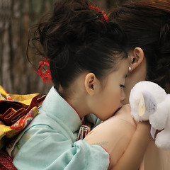 SHICHIGOSAN (ajpscs) Tags: girls boys japan asian japanese tokyo shrine asia child mother age harajuku  nippon  kimono shichigosan shinto    daugther  meijishrine   november15 sevenfivethree ajpscs family