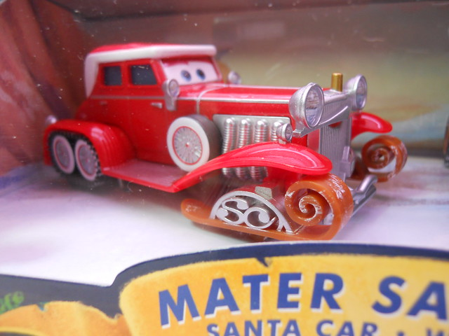 DISNEY CARS TOYS R US MATERS SAVES CHRISTMASD SANTA CAR, WOOHEE MATER HOT SHOT LIGHTNING MCQUEEN (2)