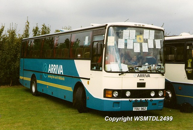 27 TOU 962 Volvo B10M Vah Hool Alizee. Showbus 1999 DUXFORD by wsmtdl2499