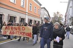 Via Santa Croce (quicksilv3r) Tags: italia novembre università trento duomo slogan ateneo proteste trentino manifesto 2010 lettere studenti manifestazione viaverdi sociologia corteo bassi urla auletta ddl agitazione gelmini quicksilv3r m3rcur1u5 atenei dellai universta trentoanomala