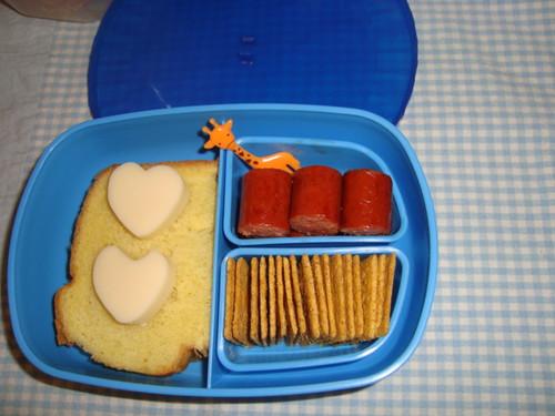 Hotdog,pb&j,mozarella cheese,thin wheat crackers 11-29 by Rina Ameriasianbento