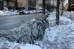 Stuck (Flint Foto Factory) Tags: street city morning winter urban snow chicago storm cold cars ford car bike bicycle vw volkswagen midwest basket traffic stuck mercury crash accident cab taxi north transport snowstorm dirty historic sidewalk transportation autos february wreck blizzard cabrio cruiser edgewater wrecked automobiles banks policy montego sheridanrd immobilized immobile inclementweather glenlake 2011 amoment fivehundred onemoment thundersnow