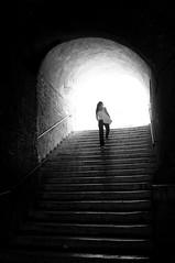 LUMIÉRE (oskarRLS) Tags: lumiére luz light girl stairs street roma calle bw blancoynegro