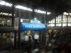 Vous tes arrivs  Paris Saint-Lazare (philoufr) Tags: motion blur paris station speed crowd quay rushhour foule quai flou mouvement sncf vitesse garesaintlazare heuredepointe canonpowershots90