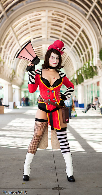 SDCC Mad Moxxi Preview-1