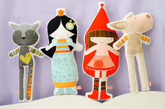 New softies, Reinaldo the cat, Snow White, Little Red Riding Hood and Laura the sheep (PinkNounou) Tags: cute green illustration barn children brinquedo play handmade couleurs feitomo coton kind textile softie softies brincar jugar enfants crianas nio fille ilustrao spielzeug artesana oferta fabrics gioco cadeaux bonecos zakka spiller tejido plushtoys tissus hechoamano kunsthandwerk artigianato tessuto doudous tilbud spela handmadetoys hantverk cottonfabric fattoamano ilustraoinfantil handgearbeitet hndverk handgjord artesanatourbano kidsgift artesanatocontemporneo muecosdetela bonecosdeautor bonecodetecido crationartisanale stoffpuppen muecashechasamano pinknounou petitespoupes fabriqulamain bamboledeltessuto handgefertigtepuppen marionetthantverk offrirealbambino ofrecenalosnios