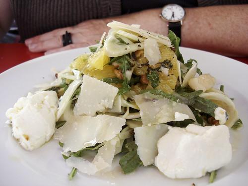 Fenchel-Orangen-Salat mit Minze, Ziegenfrischkäse und Parmesan / Nordbrücke