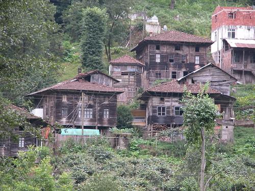 DSCN0634 Région de Ayder, hameau avec maisons traditionnelles