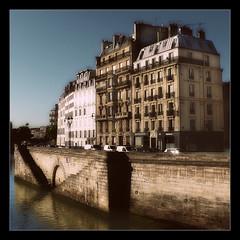 898 Paris