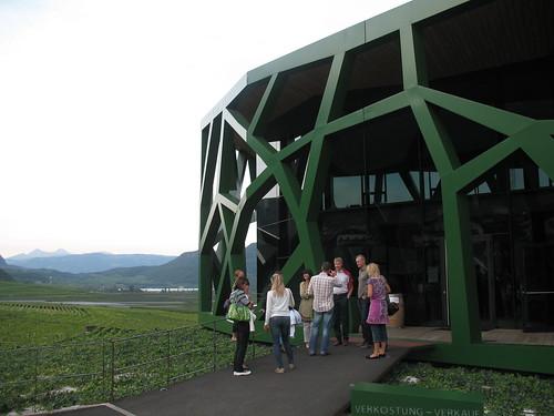 Eingangsbereich zum Probelokal der Kellerei Tramin