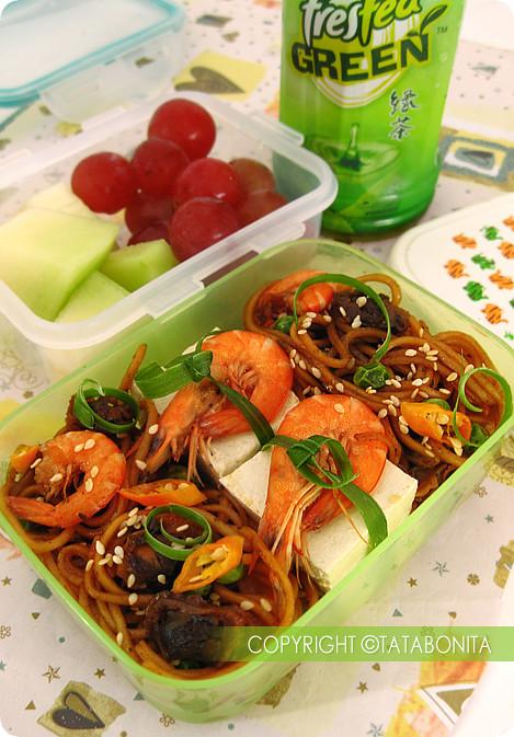 Sweet Seafood Fried Noodle Bento