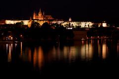 Chateau de Prague la nuit (Fratk) Tags: night prague praha chateau nuit hold ville castel vieille