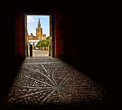 Alcazar de Sevilla (Z Snchez) Tags: tower photo sevilla puerta gate photographer seville andalucia alcazar andalusia giralda hdr sevilha siviglia     hccity zusanchez sevillaban