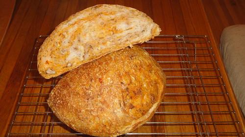 Carrot walnut no-knead bread不用揉麵的胡蘿蔔核桃麵包