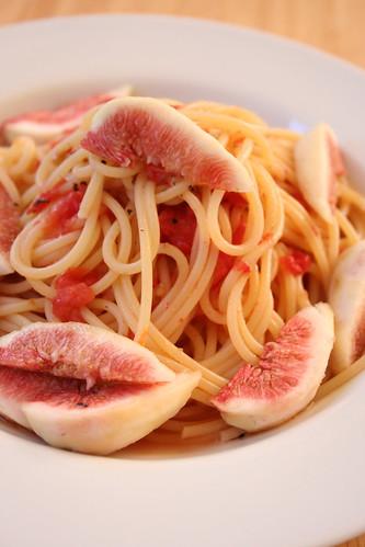 初秋の香りがする、完熟いちじくとトマトの冷製パスタ [試作]